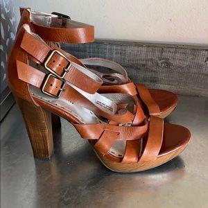 Gianni Bini brown strap faux wood heels